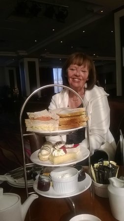Hilton Blackpool Hotel: afternoon tea