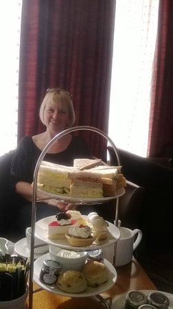 Hilton Blackpool Hotel: afternoon tea £9