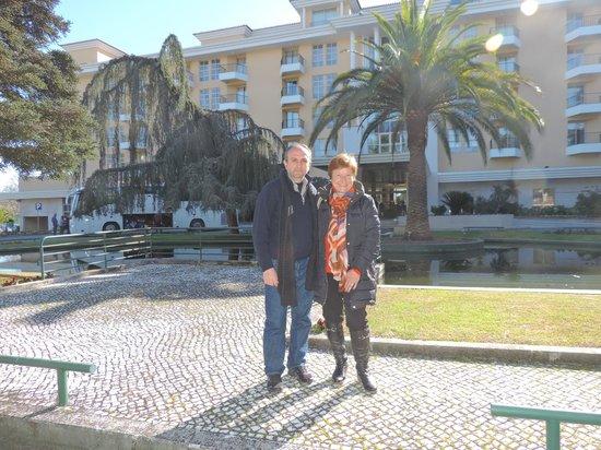 Hotel dos Templarios: Frente al Hotel dos Templarioe, en Tomar, Portugal.