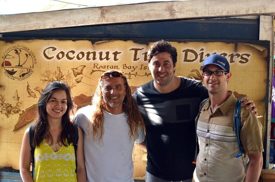 Coconut Tree Divers: Posing with our instructors after finishing the course