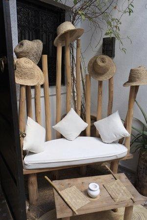 Riad Shambala : Seating area in courtyard