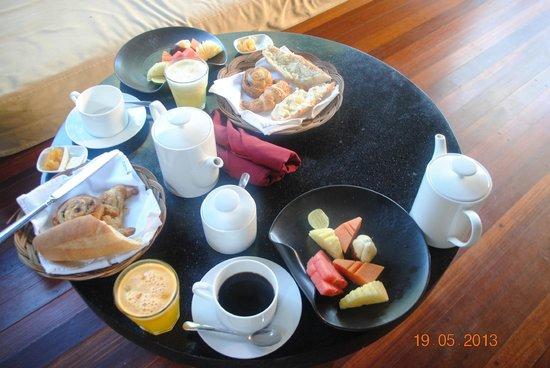 Qunci Villas Hotel : petit déjeuner servi en chambre