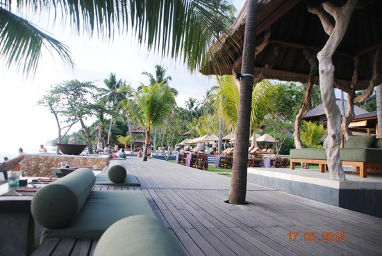 Qunci Villas Hotel : espace piscine