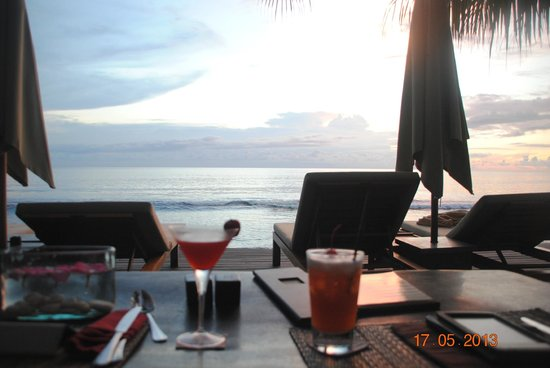 Qunci Villas Hotel : au bord de la piscine et de la mer