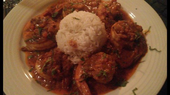 Luna Azul: Shrimp with spicy red sauce is delicious!