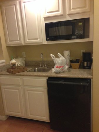 Hilton Grand Vacations at SeaWorld: Kitchenette area