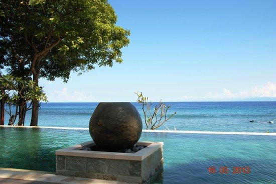 Qunci Villas Hotel : vu sur la mer de la piscine