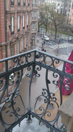 Mercure Strasbourg Centre Petite France: balcon donnant sur la rue du maire Kuss