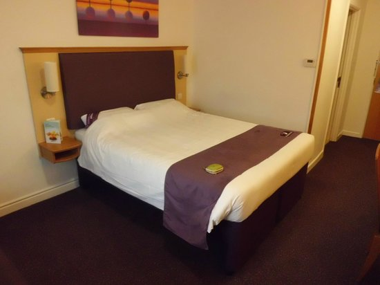 Premier Inn Dover (A20) Hotel: Nice big comfortable bed.
