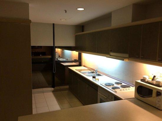 Pacific Regency Hotel Suites : Кухня