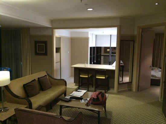 Pacific Regency Hotel Suites : Холл