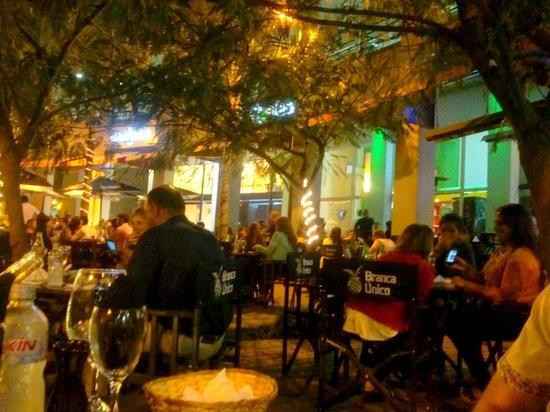 Metasushi : deco y mesas al aire libre muy romantico