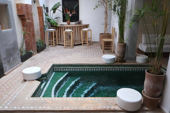 Riad Shambala: Dipping pool within courtyard of riad.
