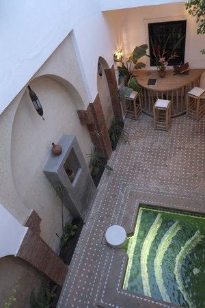 Riad Shambala: View of courtyard from first floor