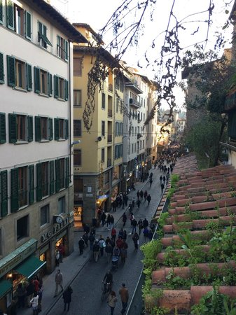 Hotel Della Signoria: vista dalla camera a destra Ponte Vecchio