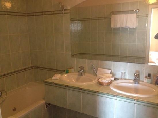 Hoffmeister & Spa: bagno con vasca idromassaggio