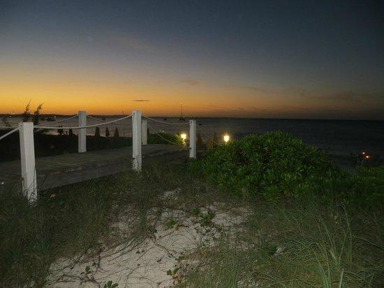 Mango Reef: beach entrance
