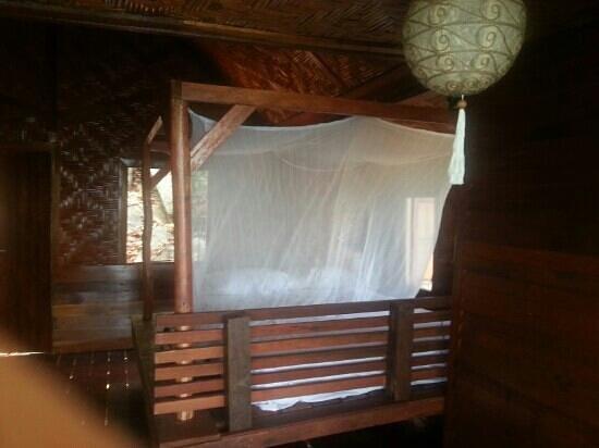 Mai Pen Rai Bungalows: chambre