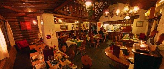 Chasa Veglia: Restaurant im EG