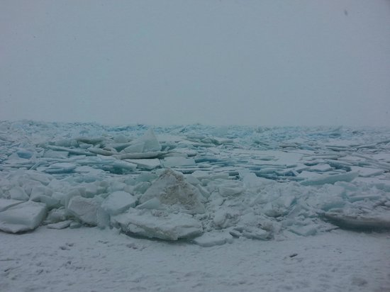 The Frozen Lake Erie Picture Of Marblehead Lighthouse