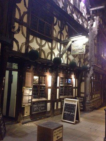 The Garrick Inn: 外観、夜