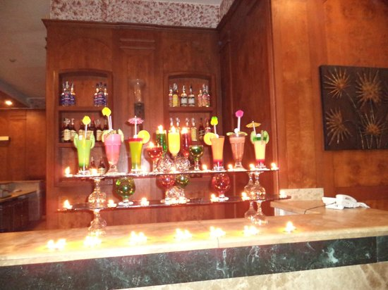 Golden 5 Topaz Suites Hotel: варианты напитков в баре