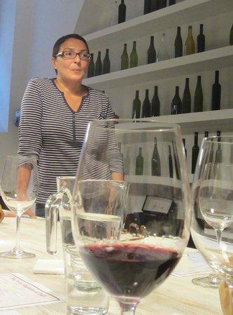 Vino Roma: Hande & Tasting a Vino Rosso
