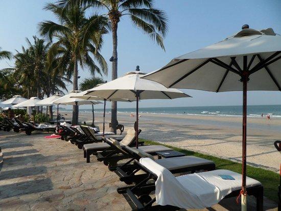 Hyatt Regency Hua Hin : Beach in front of hotel