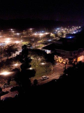Sables Hotel : Vista noturna do Bosque Maia, vizinho ao Hotel