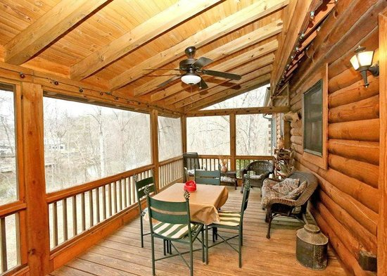 Four Seasons Cottages & Cabins: Screened back porch River Landing