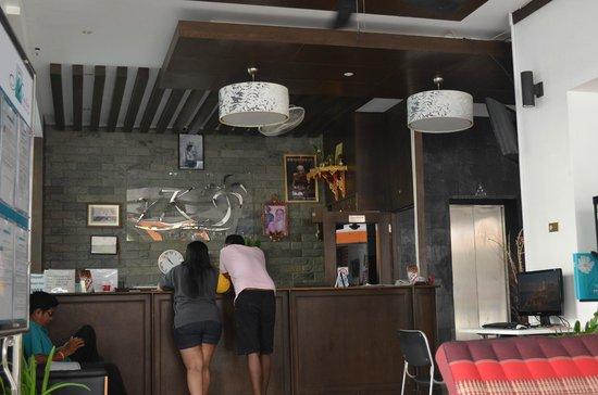 YK Patong Resort: Ресепшн