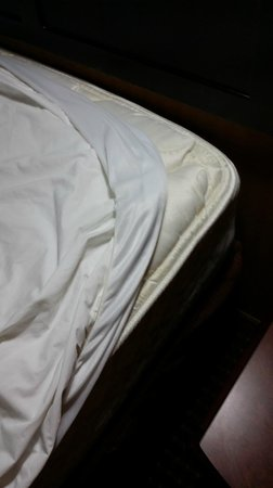 Hampton Inn & Suites Austin South/Buda : Sheets don't fit