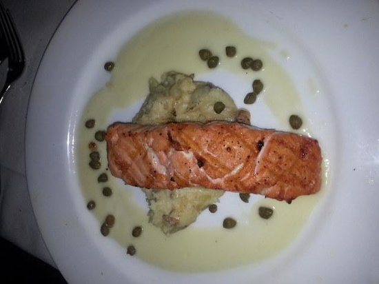 Pappadeaux Seafood Kitchen: Salmon with Capers