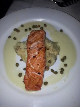 Pappadeaux Seafood Kitchen : Salmon with Capers