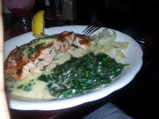 Pappadeaux Seafood Kitchen: Salmon with Spinach