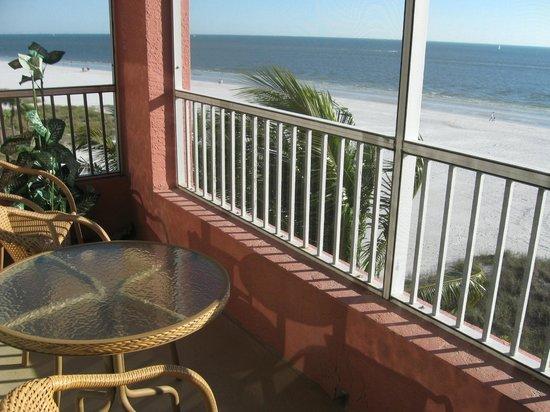 Casa Playa Resort: Lanai, Room 401