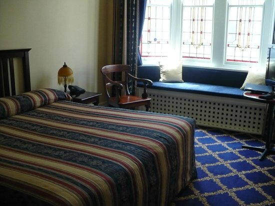 The Carrington Hotel: bedroom