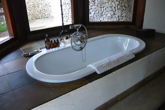 Londolozi Founders Camp: Lovely bath in bathroom (there was also a separate shower, not pictured)