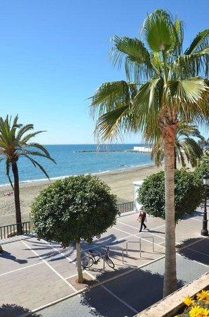 Hotel Fuerte Marbella: Vue de la piscine
