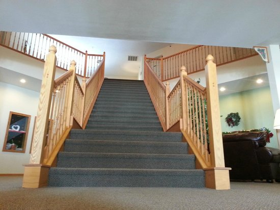 Brook Pointe Inn : Lobby Stairs