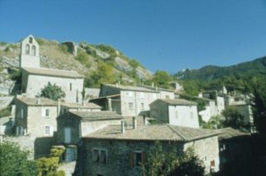 Chez Viviane: Le village
