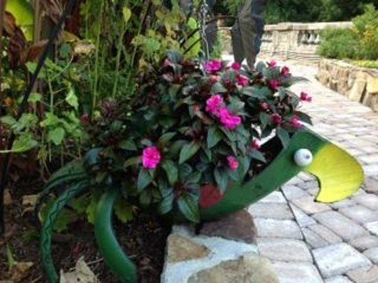 Four Seasons Cottages & Cabins: Flowering Bridge