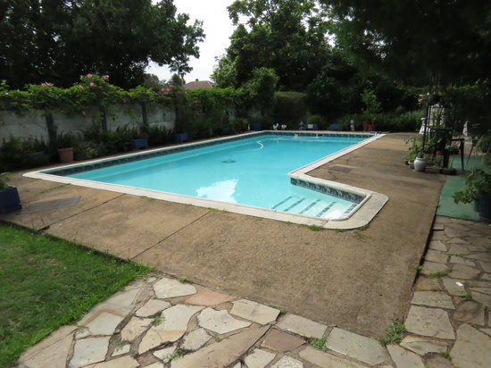 Jean Lee Guest Cottages: Swimming Pool at Jean-Lee B&B