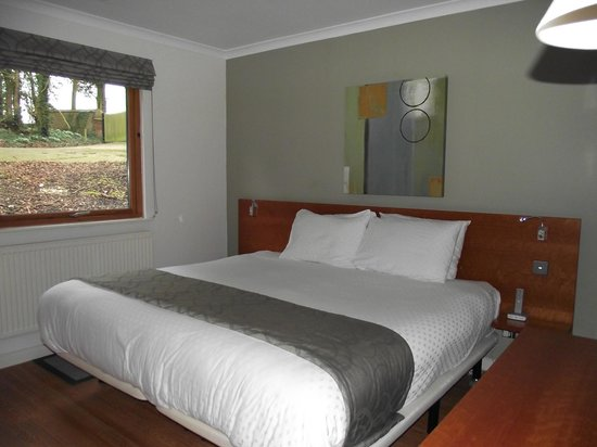 Broome Park Golf and Country Club: Master bedroom