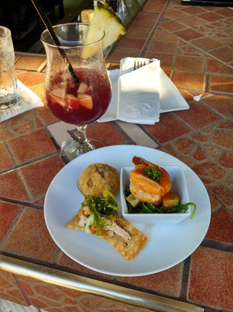 Calizo Seafood Restaurant : Appetizer and Home made Sangria...Yummy