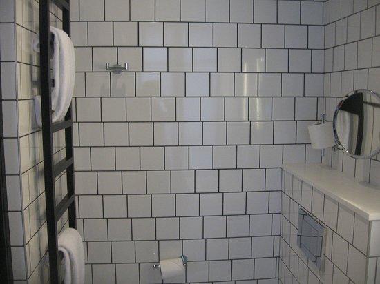 Best Western Premier Faubourg 88: Bathroom