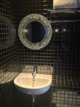 The Porcelain Hotel : Ванная комната
