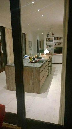Bali Diamond Villas: View of kitchen from the patio