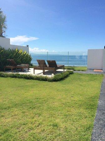 Bali Diamond Villas: Closer view to the waves