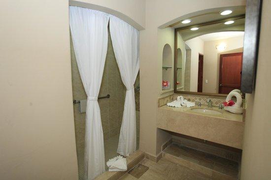 Torres Mazatlan Resort : bath